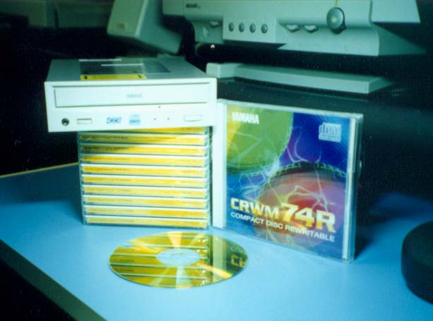 a introduction of adaptec easy cd creator Introduction for many of us, our first cd burning application was probably  adaptec (now roxio) easy cd creator some version (either basic or deluxe)  came.